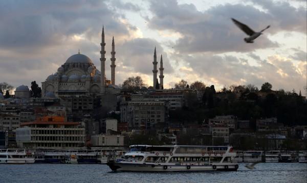 Милиардер подарява ваканция в Истанбул на 3500 служители