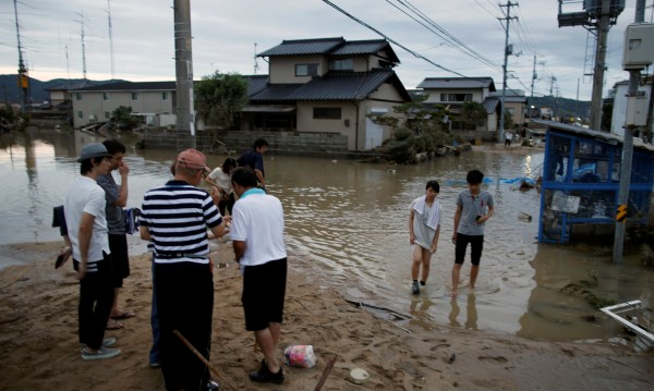 Над 80 са загиналите при наводненията в Япония