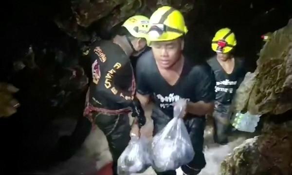 Мини подводница на Мъск може да спаси децата в Тайланд?