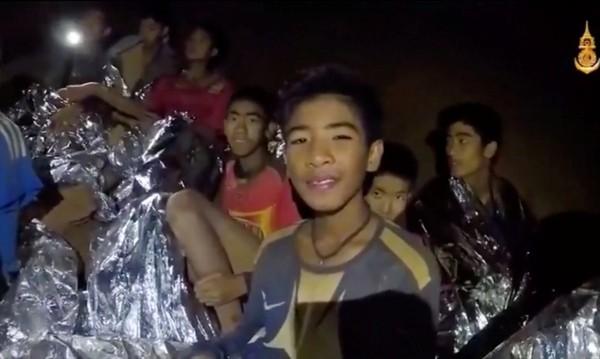 Без цинизъм: Защо цял свят притаи дъх за тайландския отбор?