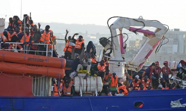 """Сделките за миграцията готвят завой към """"крепостта Европа"""""""
