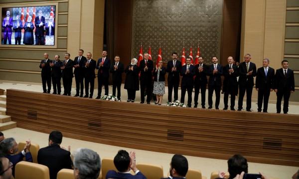 Ердоган обяви кабинета, Турция за първи път с вицепрезидент