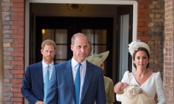 Кръстиха принц Луи в отсъствието на Елизабет Втора