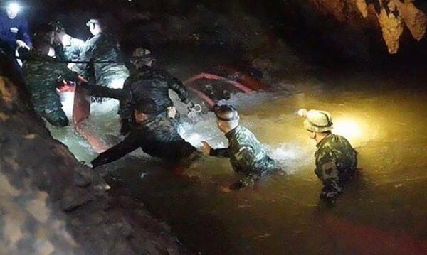 Операцията е към края: 11 момчета вече са извън пещерата