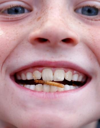 Как влияят хормоните върху зъбите и челюстта при децата?