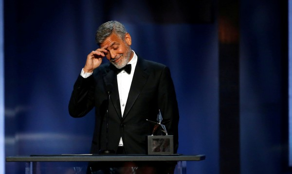 Джордж Клуни се прибра у дома, ще лекува коляно