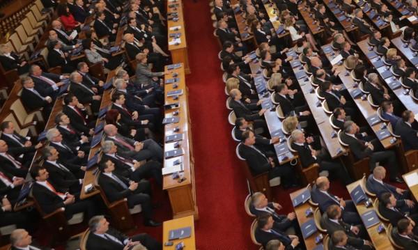 Депутатите искат шефката на Агенцията по лекарствата в НС