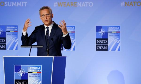 НАТО покани Македония за преговори за членство