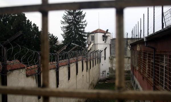 Каси, метални огради,  дограма – правят ги в затворите