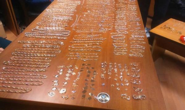 Митничари хванаха над кило златни бижута на Лесово