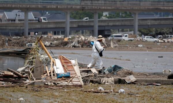 След потопите в Япония: Жертвите вече са 204