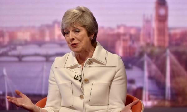 Тежки думи: Тръмп казал на Мей да съди ЕС за Brexit