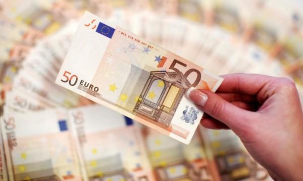 Брюксел до България: Евро искате, добре! А бедността?