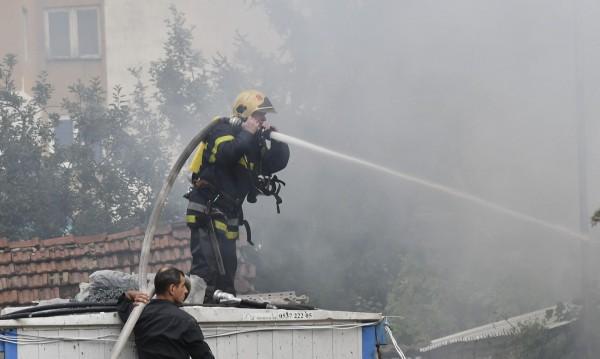 Пожар изпепели триетажна къща в Шумен