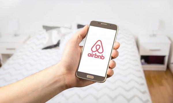 ЕС даде ултиматум на Airbnb: Или слагате пълни цени, или...