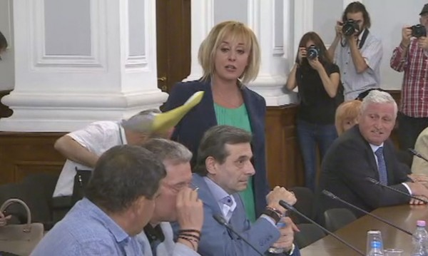 Скандал на НСТС: Изгониха Манолова, дошла неканена
