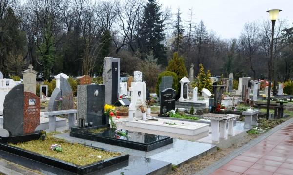Гавра на Централни гробища: Поругаха Стамболов и Каблешков!