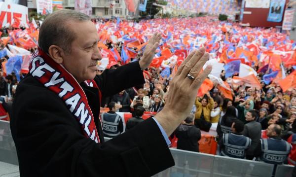 Ердоган слага край. Извънредното положение – пада!