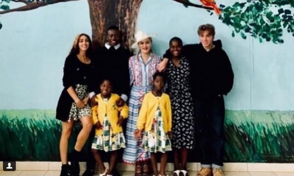 Щрак за феновете: Мадона до шестте си деца