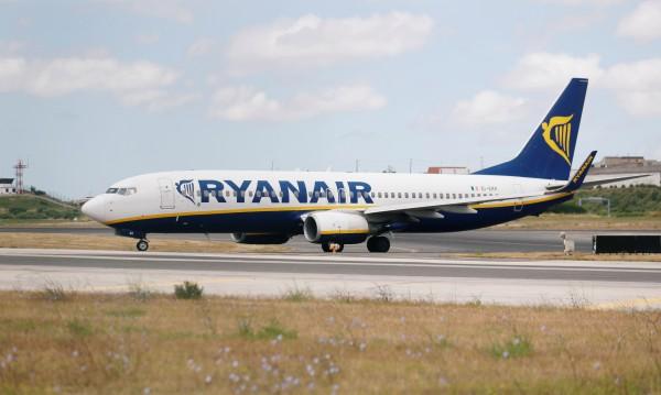 """600 полета на Ryanair """"приземени"""" от стачка"""