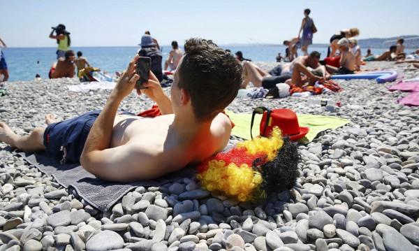 Белгийците излязоха на плаж... И взеха да си губят децата