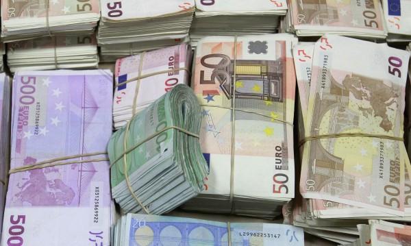 Пенсионер откри €200 и банкова карта, предаде ги в МВР