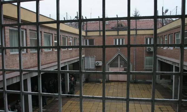 Екшън в затвора: Арестуваха надзиратели във Варна!