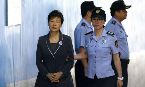 Бившата президентка на Южна Корея зад решетките за 32 г.