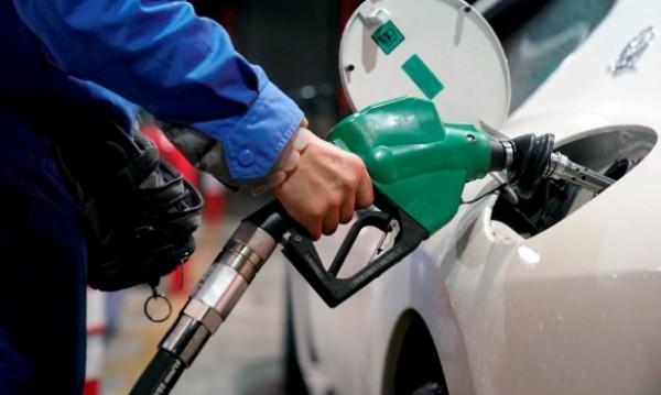 В разгара на летния сезон – бензинът в съседна Гърция удря €2