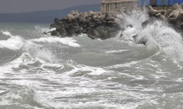 Тяло на мъж изплува край бургаското пристанище