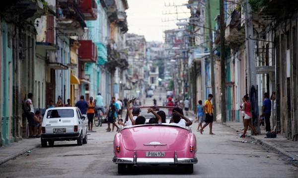 Куба: Компартията е №1, но картбланш за гей брака