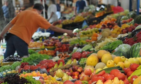 Домати, краставици, дини – плодове и зеленчуци поевтиняват