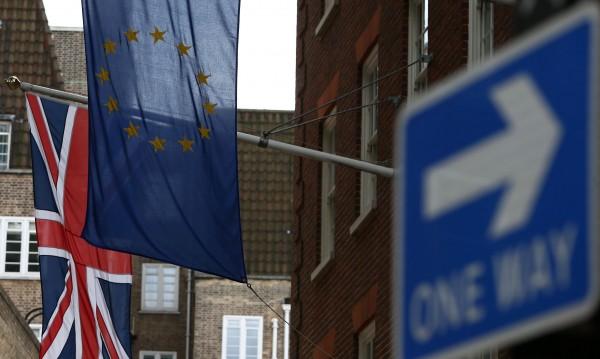 Британците не подкрепят Мей, 50% пак искат в ЕС