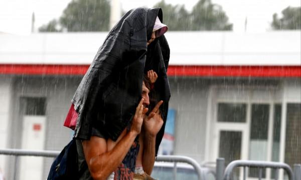 Лято, жега... мечти! Поне до 10 август ще вали и ще трещи!