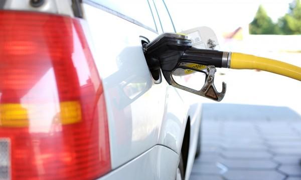 Колко бензин можем да купим с една заплата? На дъното сме в Европа!