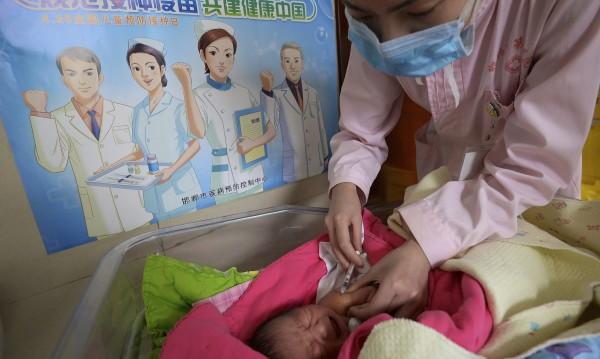 Скандал: Спряха китайски ваксини извън стандарта