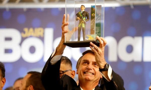 С носталгия към диктатурата: Това ли е бъдещият президент на Бразилия?