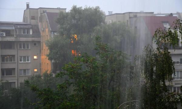 Дъжд, гръмотевици, градушки: Оранжев код в 11 области