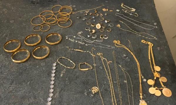 Задържаха над половин кило златни накити на Калотина