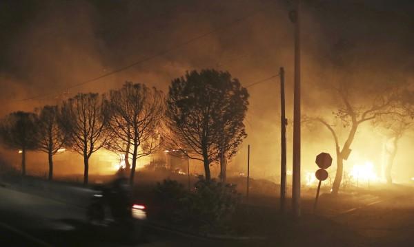 И Турция дава помощ за пожарите. Атина: Няма нужда!