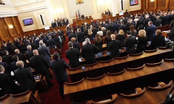 Борисов поиска, ГЕРБ реши: Пълна подкрепа за ветото на Радев!