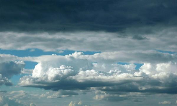 Облаци, порои, бури... Лятото продължава