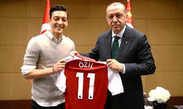 Политиката среща футбола: За Йозил и Ердоган от българските турци