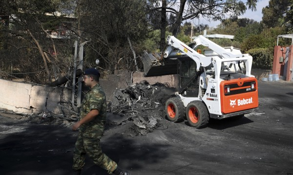 Виновен за огнения ад в Гърция се оказа... Атеистът Ципрас!