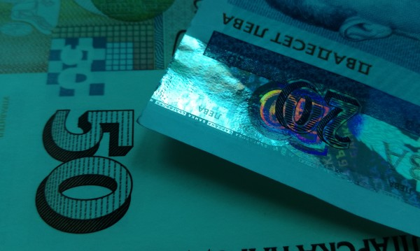 В Габрово измамите не спират, жена олекна с 3 бона