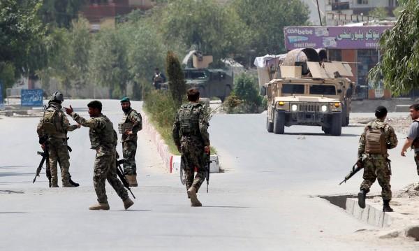 Атентатор самоубиец атакува военен конвой в Афганистан