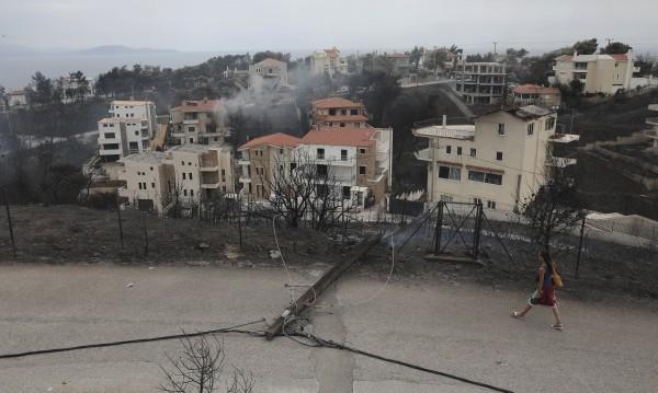 Гърция след огъня: Истории за болка и добрина, които не свършват