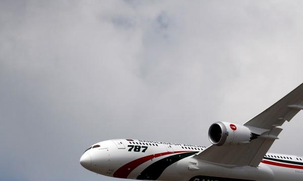Самолет от Париж се върна заради терористична заплаха
