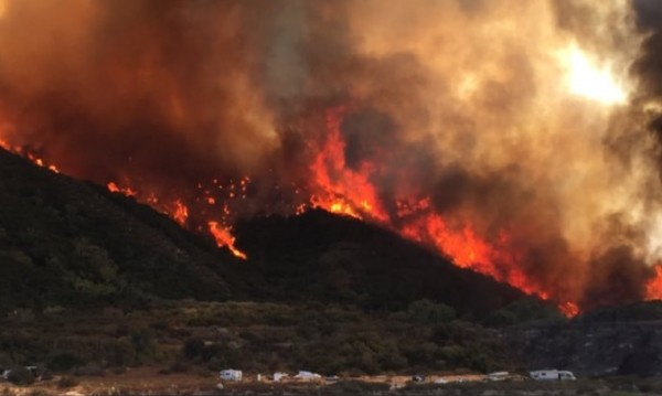 Огнено бедствие и в Калифорния, хиляди бягат