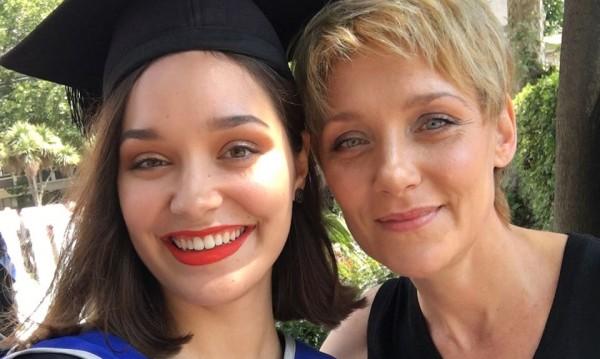 Койна Русева отпразнува дипломиране на дъщеря си